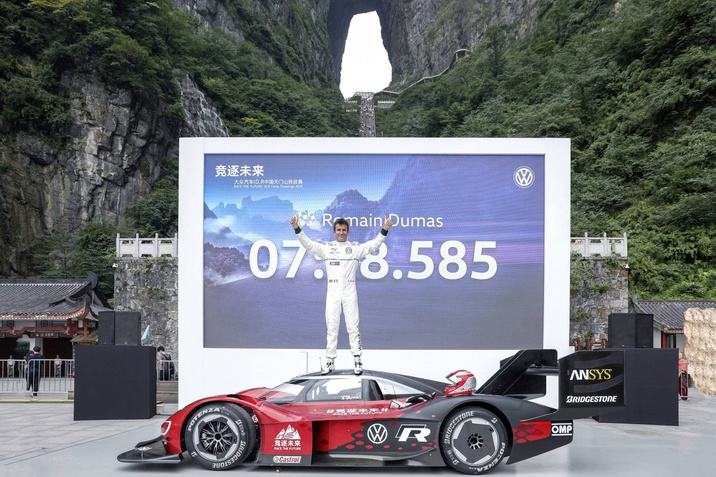 """7:38.585 perc a """"Mennyek kapujáig"""": a Volkswagen az ID.R modellel állította fel az első rekordot a kínai Tianmen hegységben"""