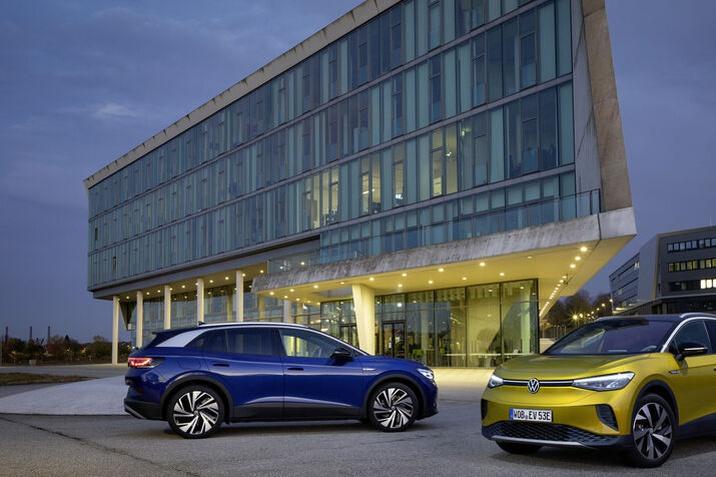 Még nagyobb lendületben a Volkswagen elektromos offenzívája: az ID.4 már úton van a világpiacra